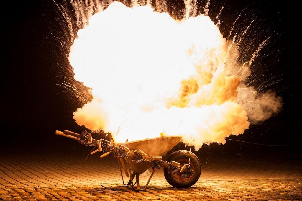 explosie vuurwerk kruiwagen